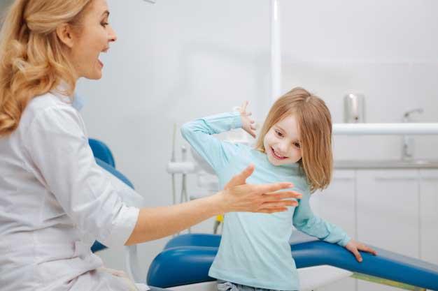 کشیدن دندان شیری کودکان